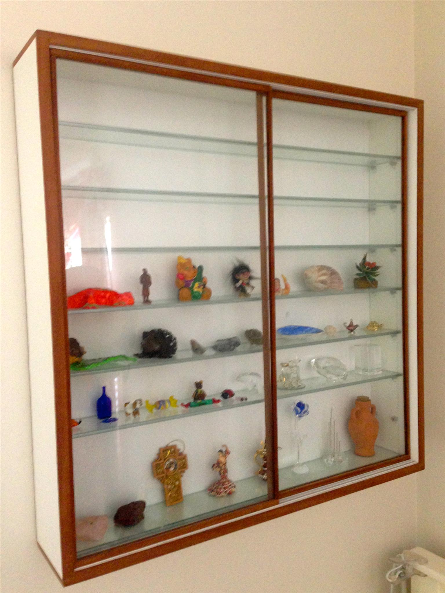 Wall Units, Cabinets and Show Cases Custom made, Unrestricted view, Best Prices !