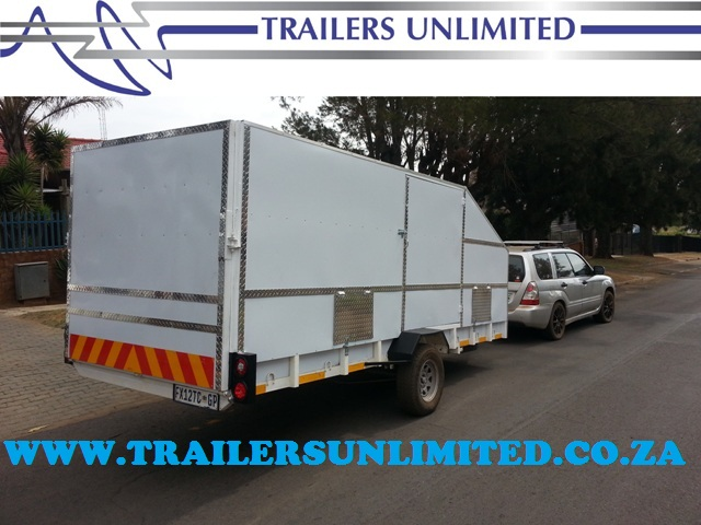 TRAILERS UNLIMITED ENCLOSED CAR TRAILER.