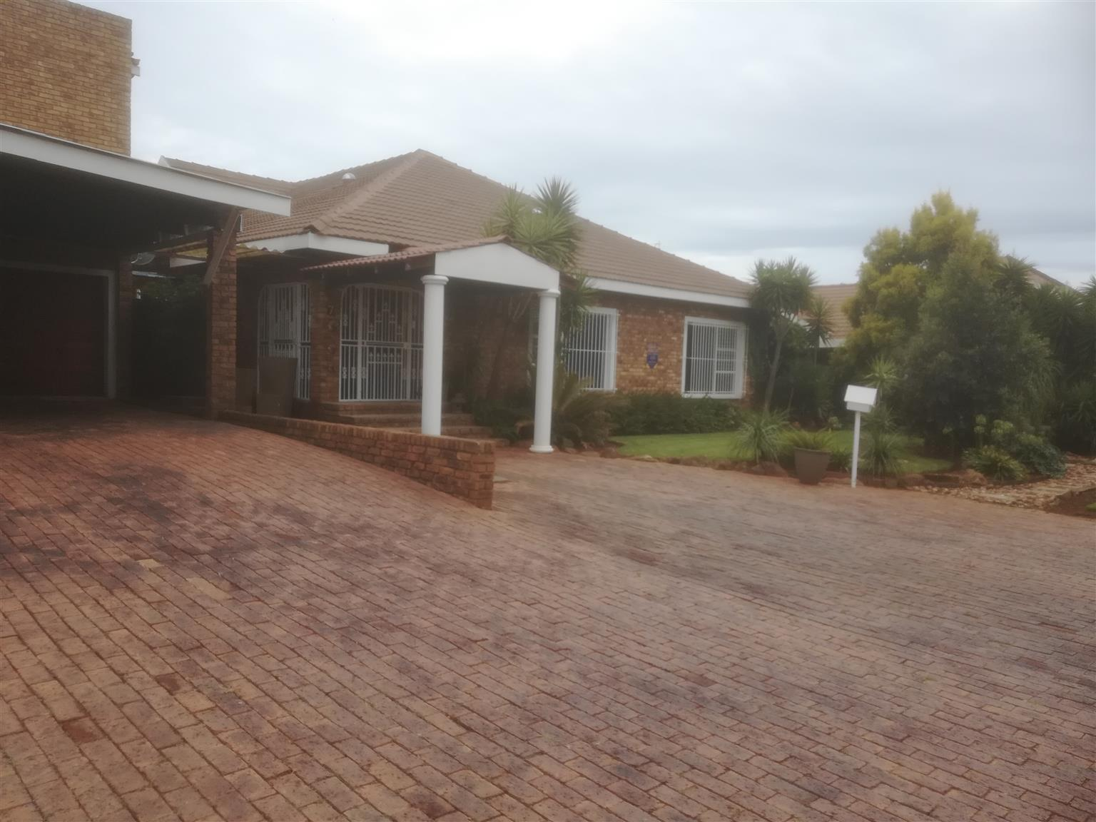 All You need for a Fmaily Home-Boomed Area-(Petersfield Ext.)
