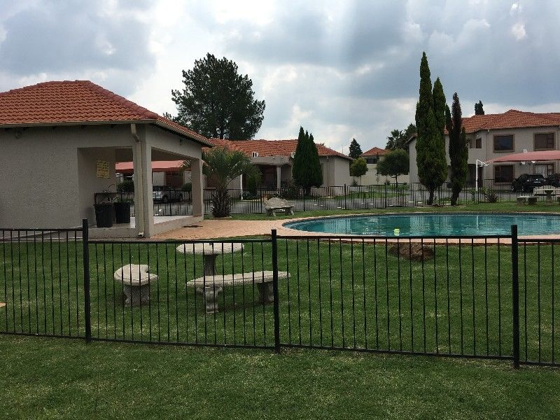URGENT - 2 bedroom apartment available for sale at Emfuleni Golf Estate (PRICED TO GO)
