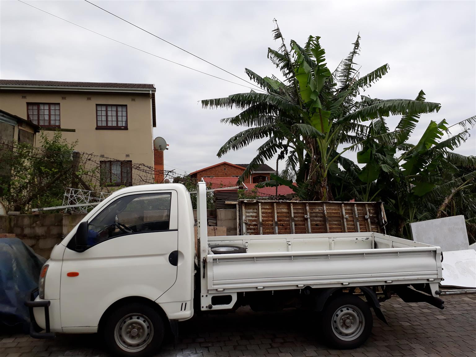 FURNITURE REMOVAL AND BAKKIE FOR HIRE 0717447428