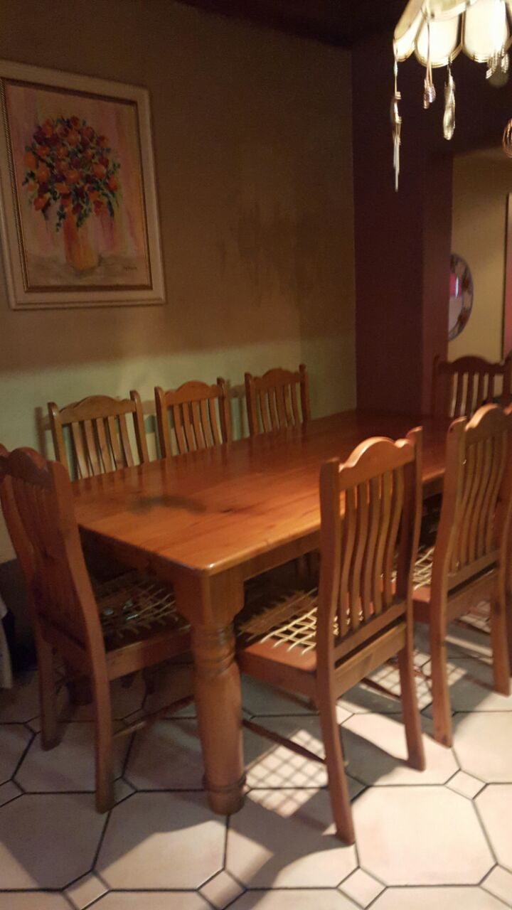 Dining Room suite Oregon -8 seater.