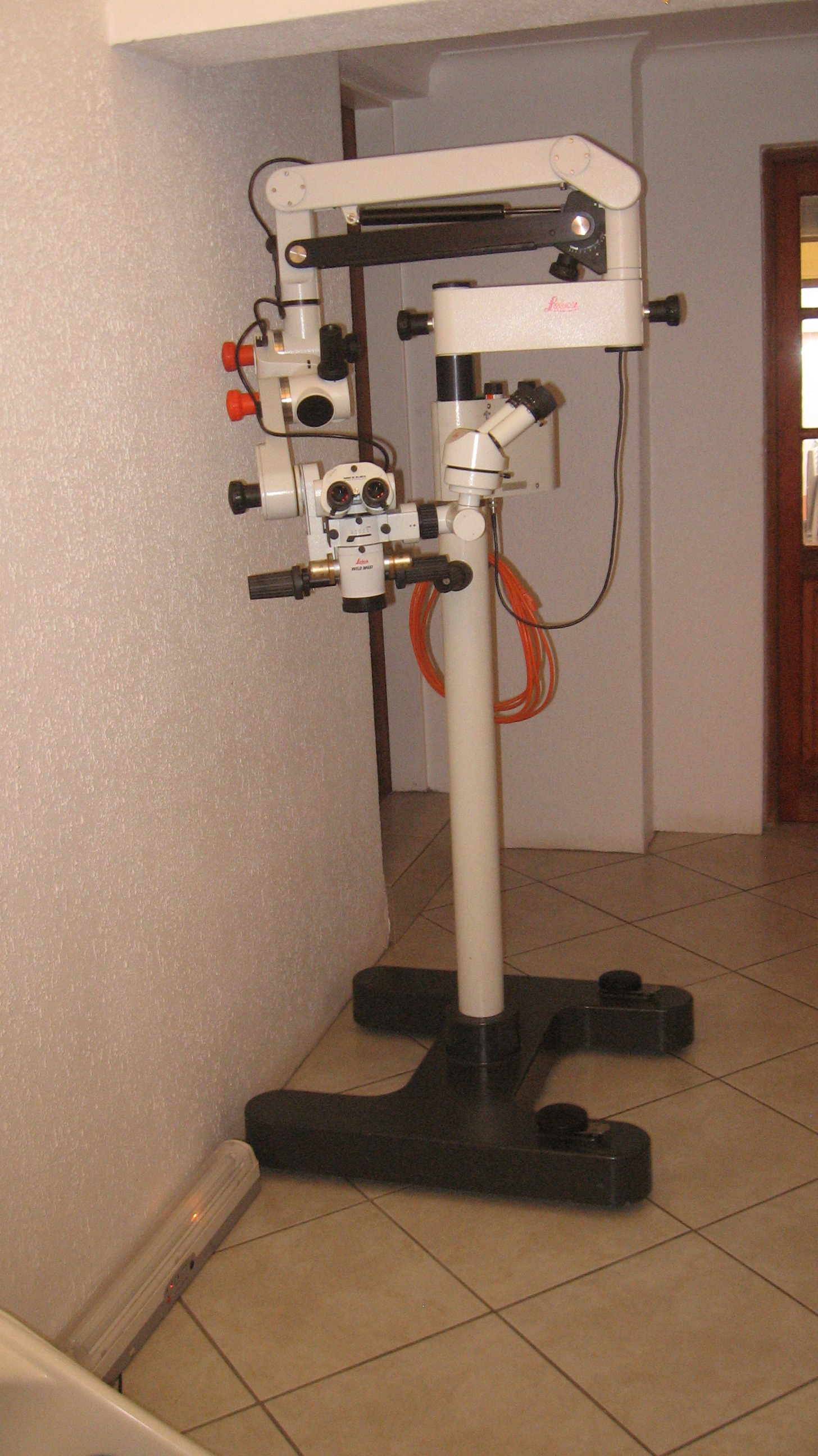 Leica M651 Surgical Microscope.