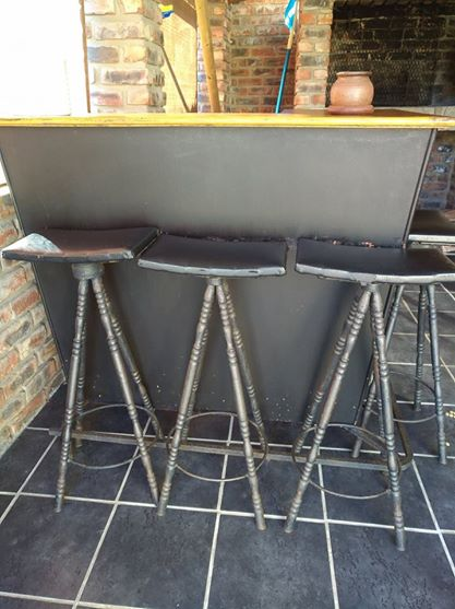 Bar with 4 bar chairs for sale