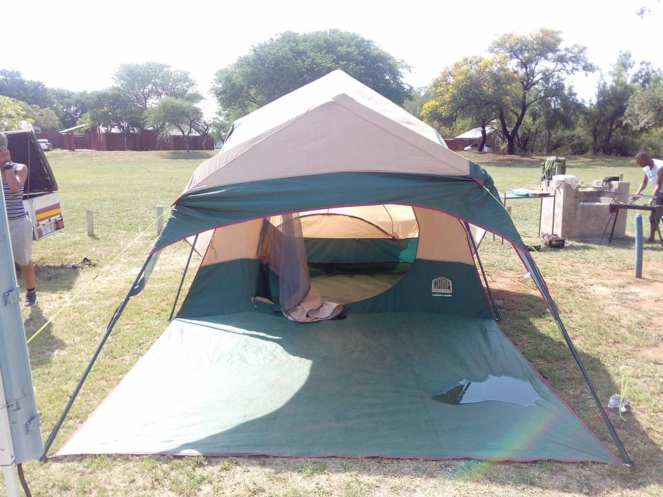 C& master lagoona tent & Cadac charcoal mate braai kettle stand for sale completely brand ...