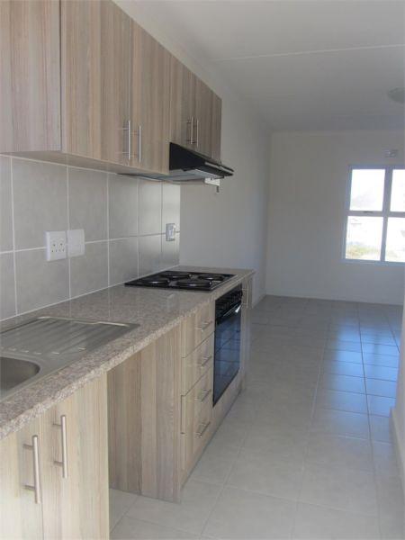 Brand New 2 Bedroom Apartment: Coral Sands Muizenberg R7 300 p.m deposit R7 500