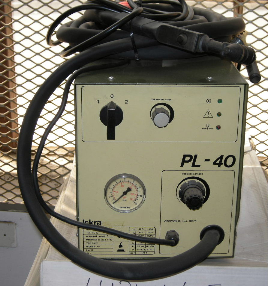 PLASMA CUTTER-ISKRA PL 25/40 COMPLETE WITH TORCH..