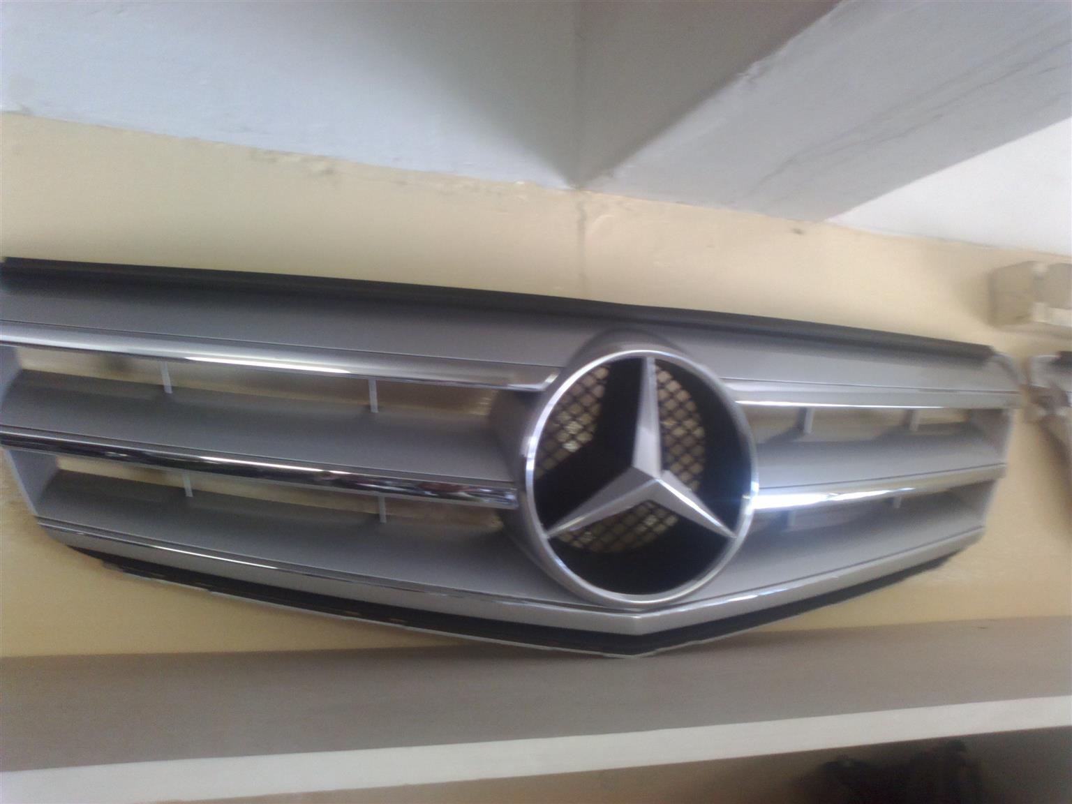 Mercedes Benz W204 Main grill available
