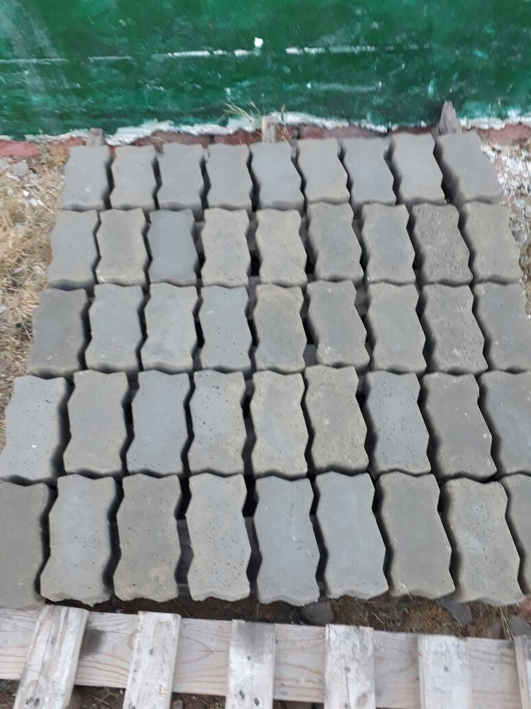 ON SALE R3500 - Make 10 Zig Zag pavers at a time !!