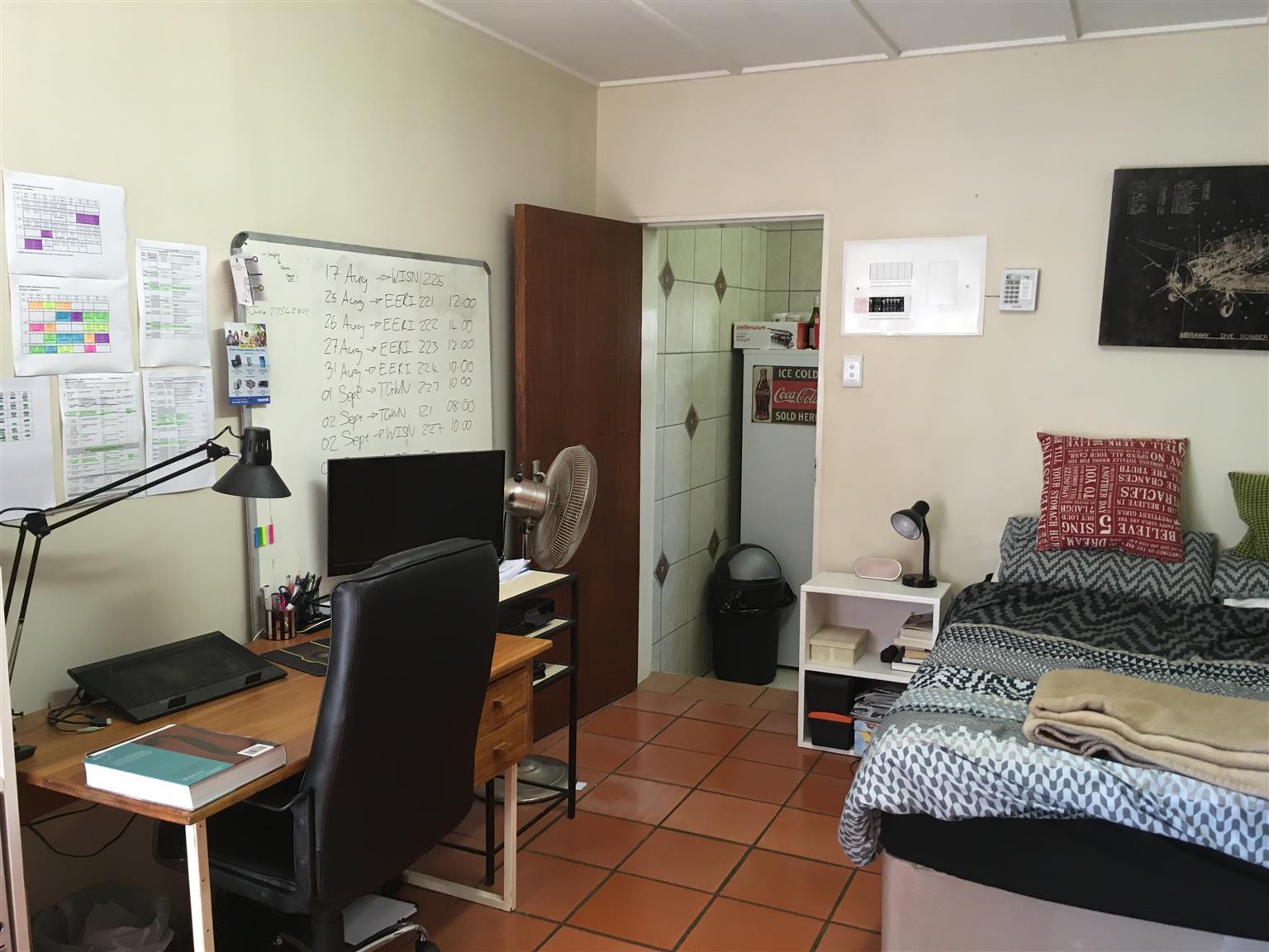Woontel beskikbaar by studentehuis, 600m van NWU Potchefstroom
