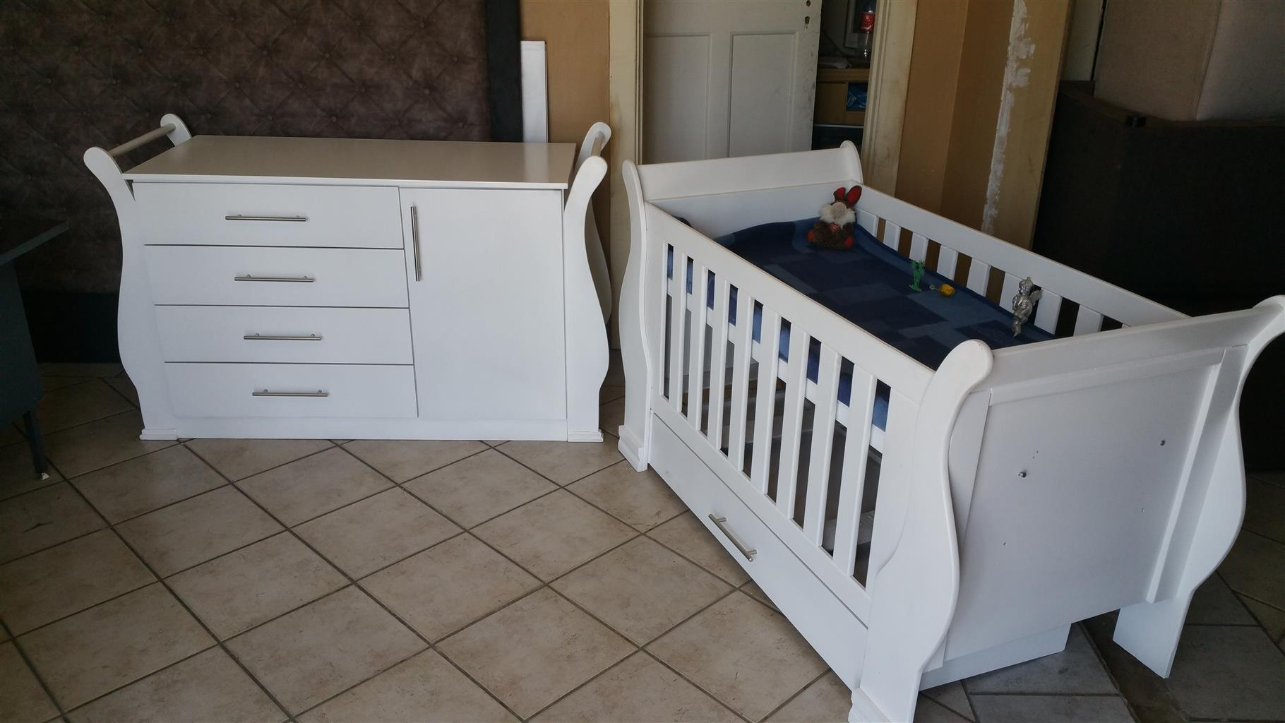 Buttercup Baby Cot and Compactum-R 4999,00