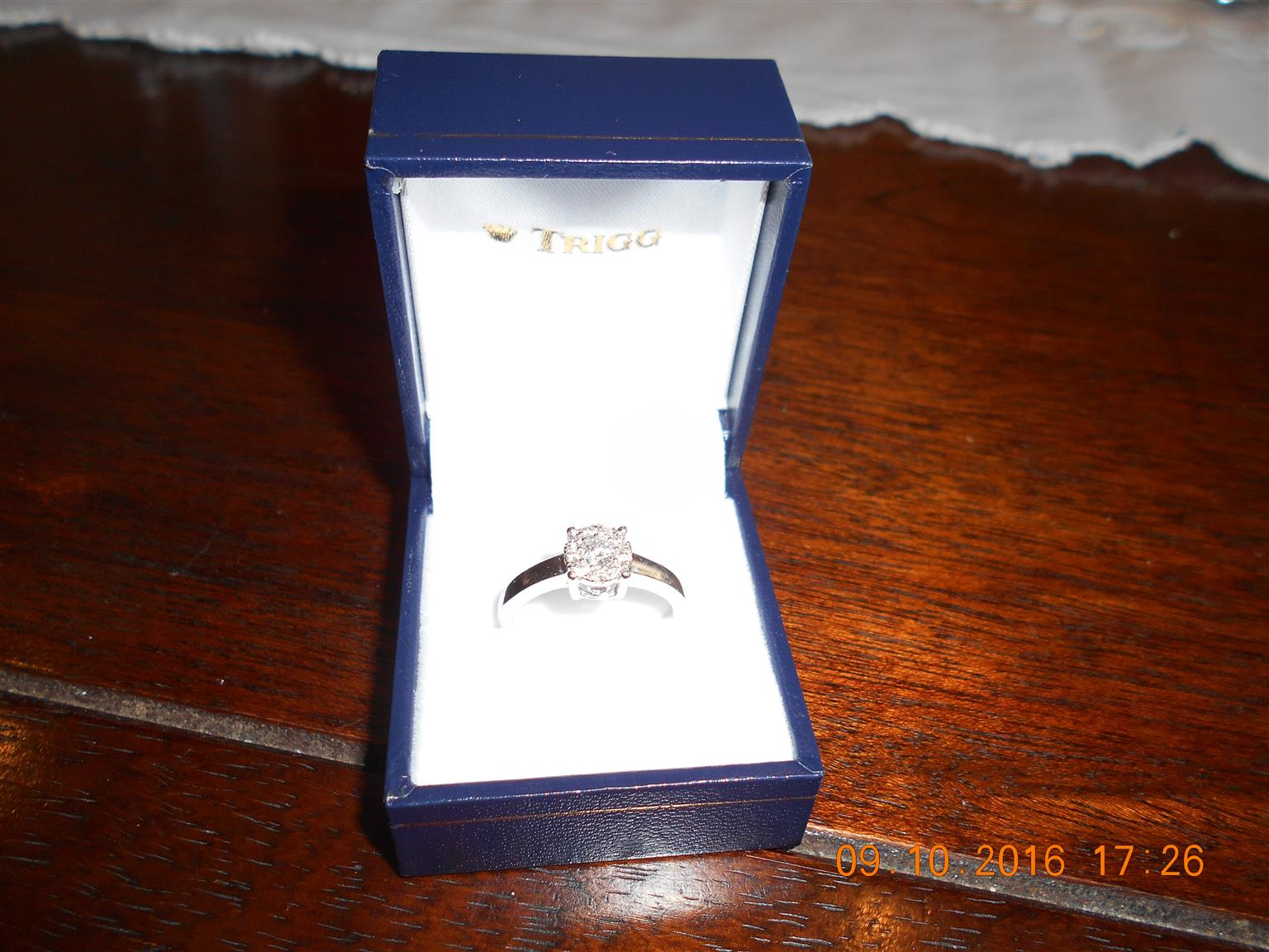 Diamond / set in  White Gold Ring with heart detail