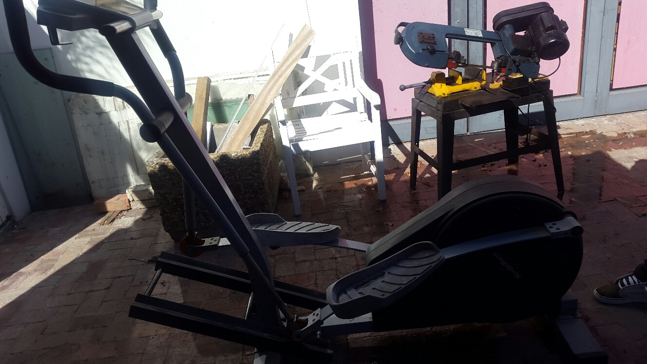 Nordic CXT 910 Elliptical Trainer  as is for R650....garage clearance 0824568942