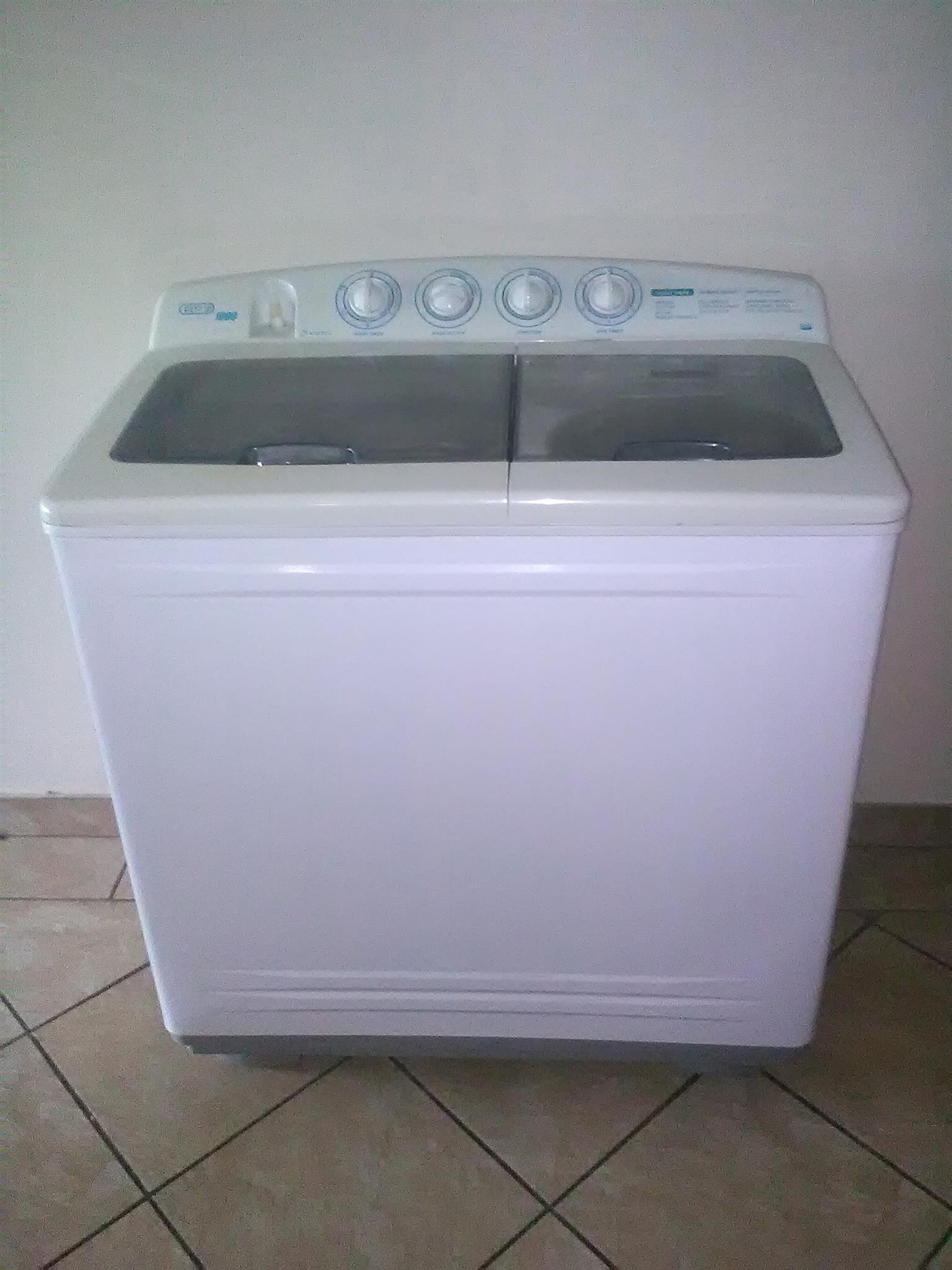 Defy Twinmaid 1000 twin tub washing machine in very good condition. Works perfectly.