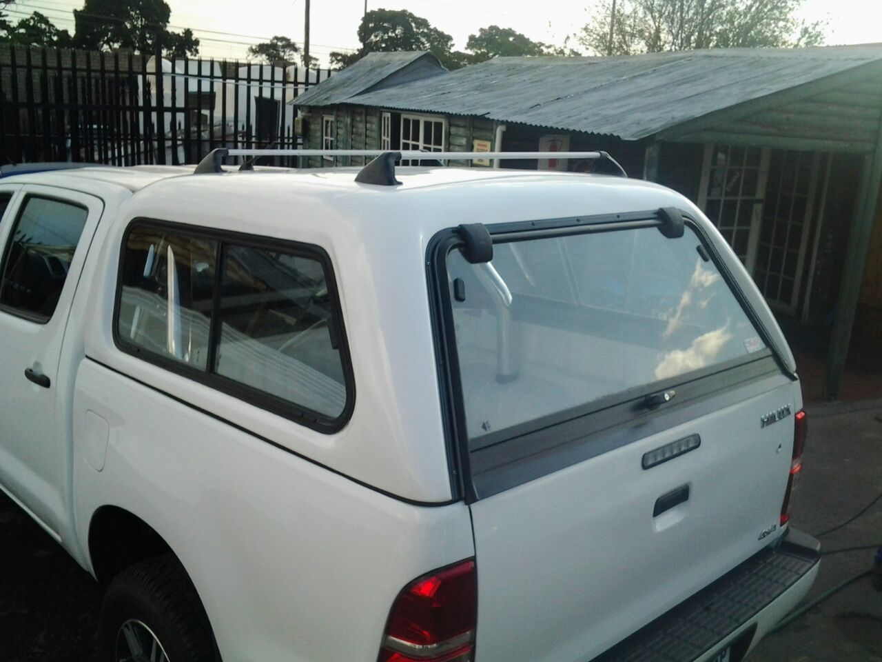 BARGAIN NOT MISS BUCCO TOYOTA HILUX 2005-2015 D/C CANOPY FOR SALE!!!!!!!!!!!!!