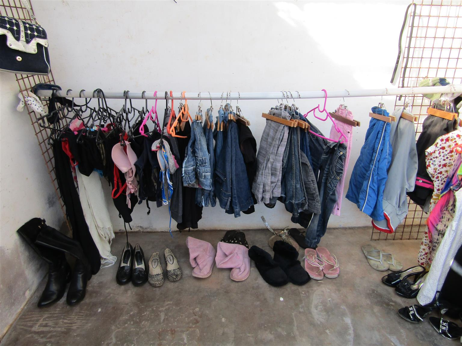 Small ladies clothes