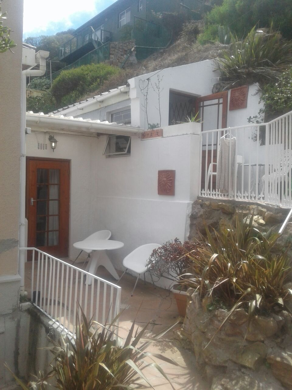 STUDIO with SEA VIEW entrance from balcony, WALK to TRAIN, SHOPS, Beach