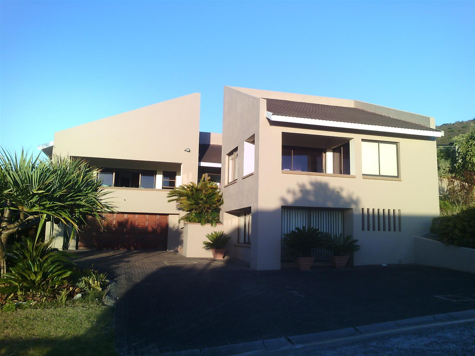Spacious, comfortable home in cul de sac with views over the lagoon and golf course