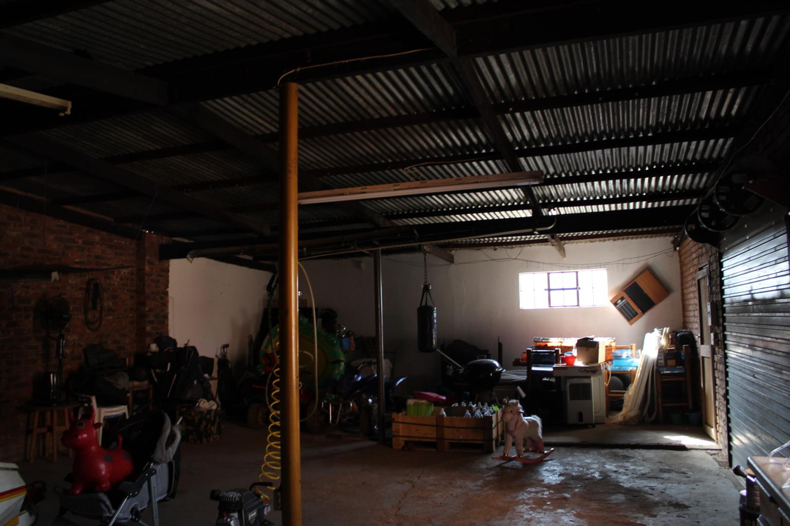 BENONI LIGHT INDUSRIAL- SMALL PLPOT & SMALL HOUSE=-3 PHASE POWER-BOREHOLE & GOOD OUTBLDS FOR WORKSHOP OR COTTAGE