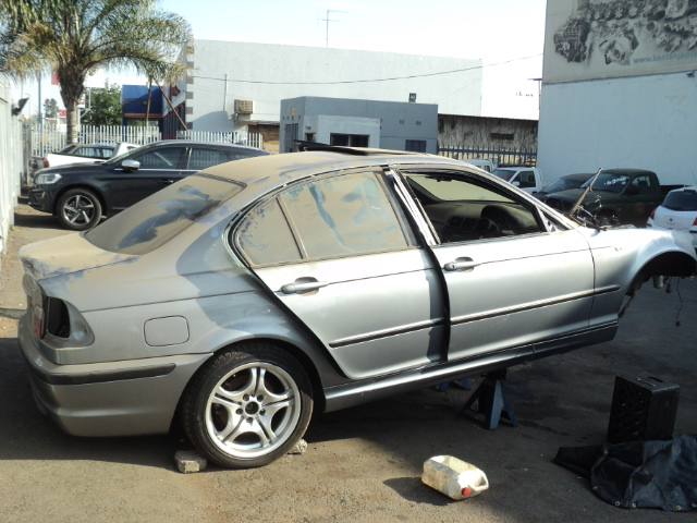 BMW 318 E46 STRIPPING