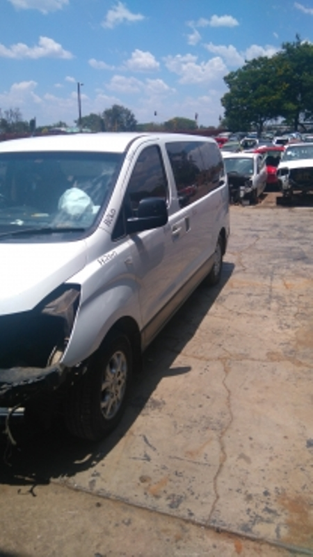 H1 Kombi 2.5 Crdi & 2.4 petrol for stripping of parts.