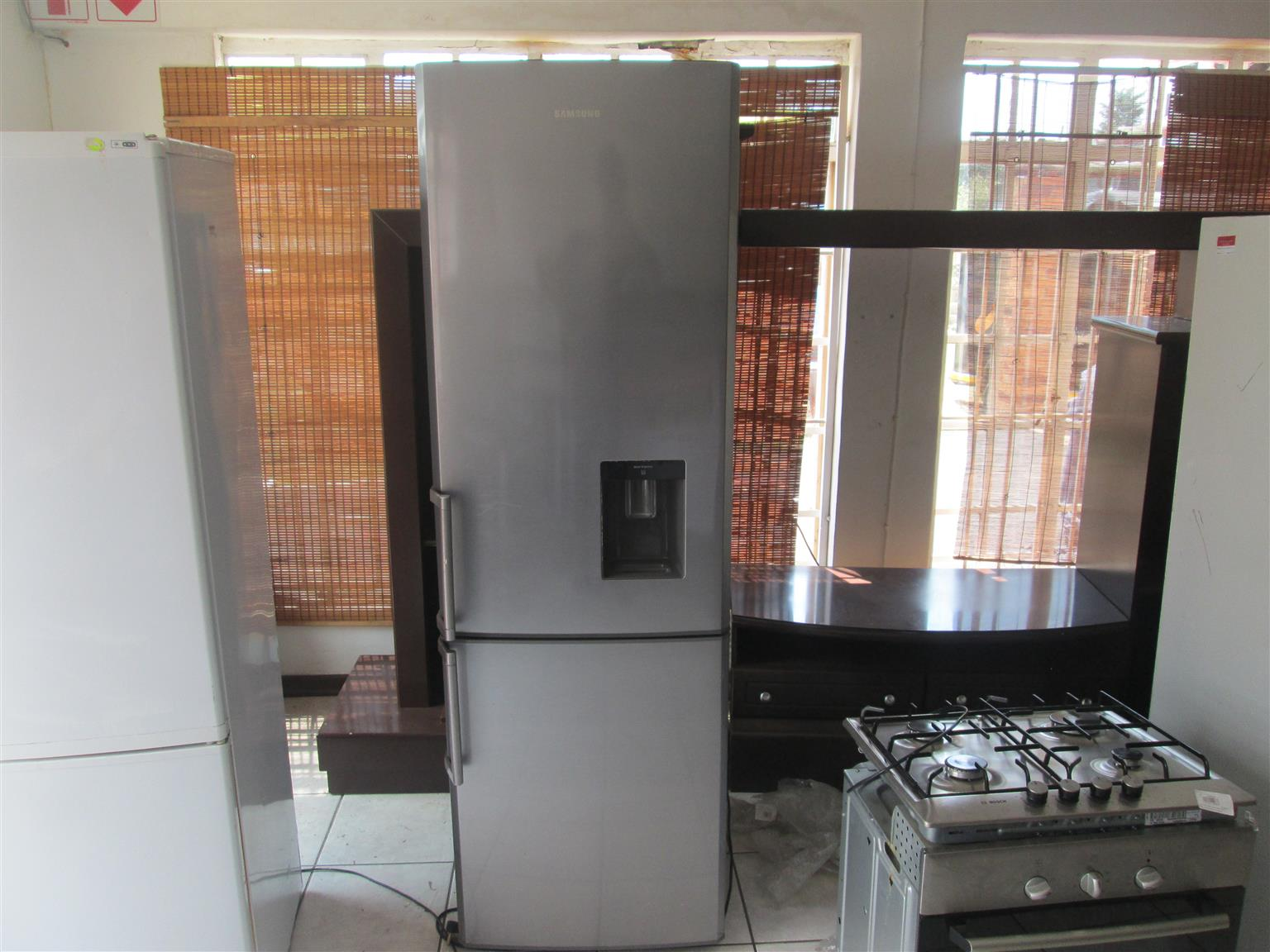 SAMSUNG WATER DISPENSE DOUBLE DOOR FRIDGE AND FREEZER SILVER