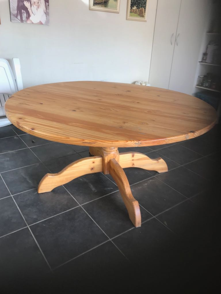 Pine Table - Round 6-8 seater