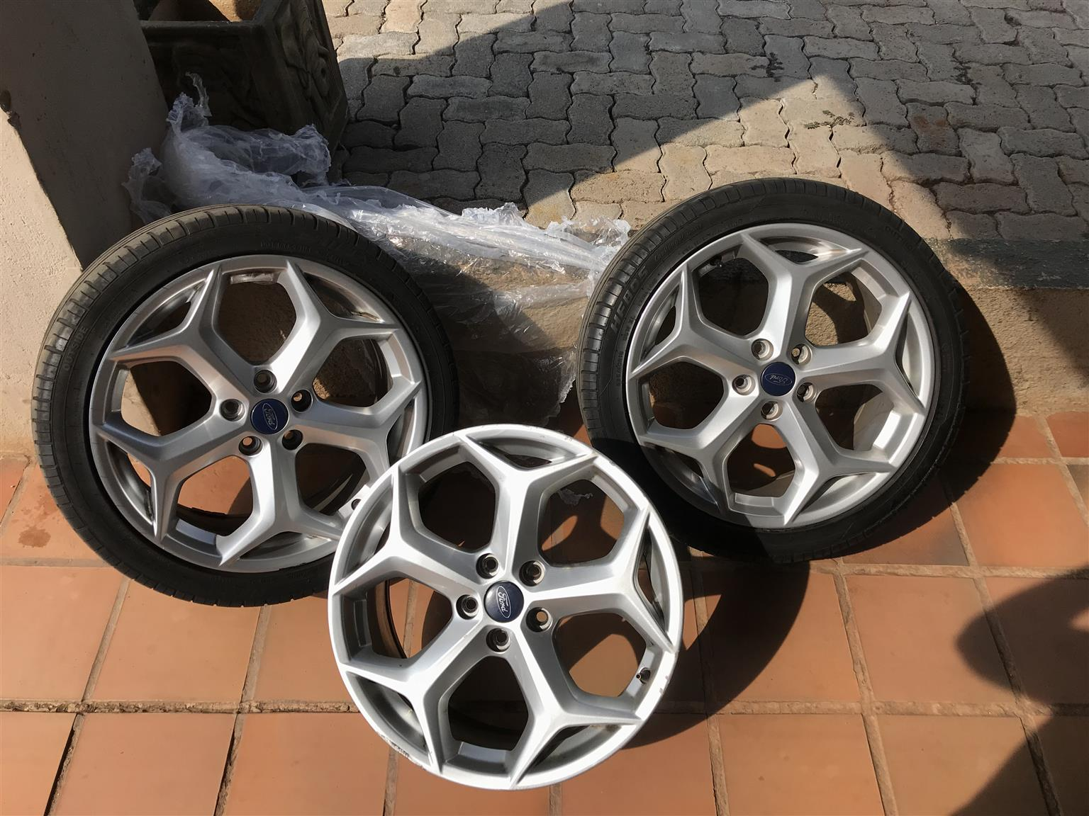 3 ford st 2014 original rims 2 with tires on