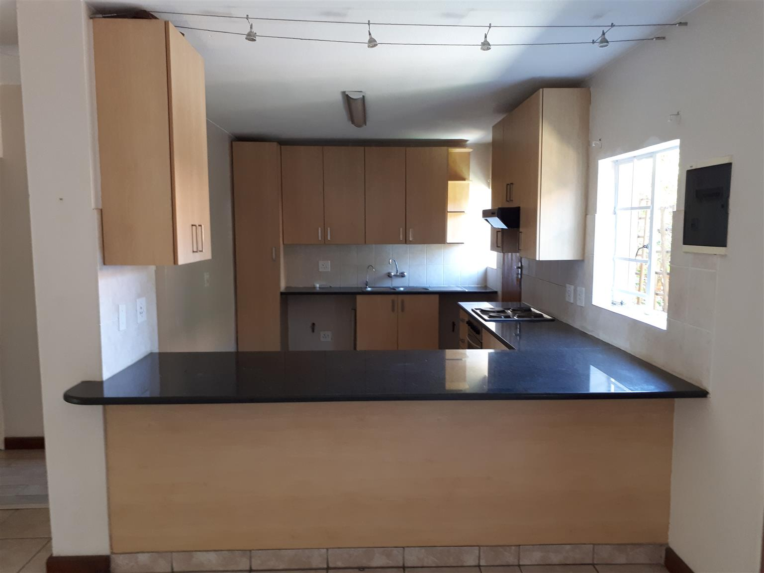 3 BED TOWNHOUSE TO RENT IN SIX FOUNTAINS (SILVER LAKES) RESIDENTIAL LIFESTYLE ESTATE