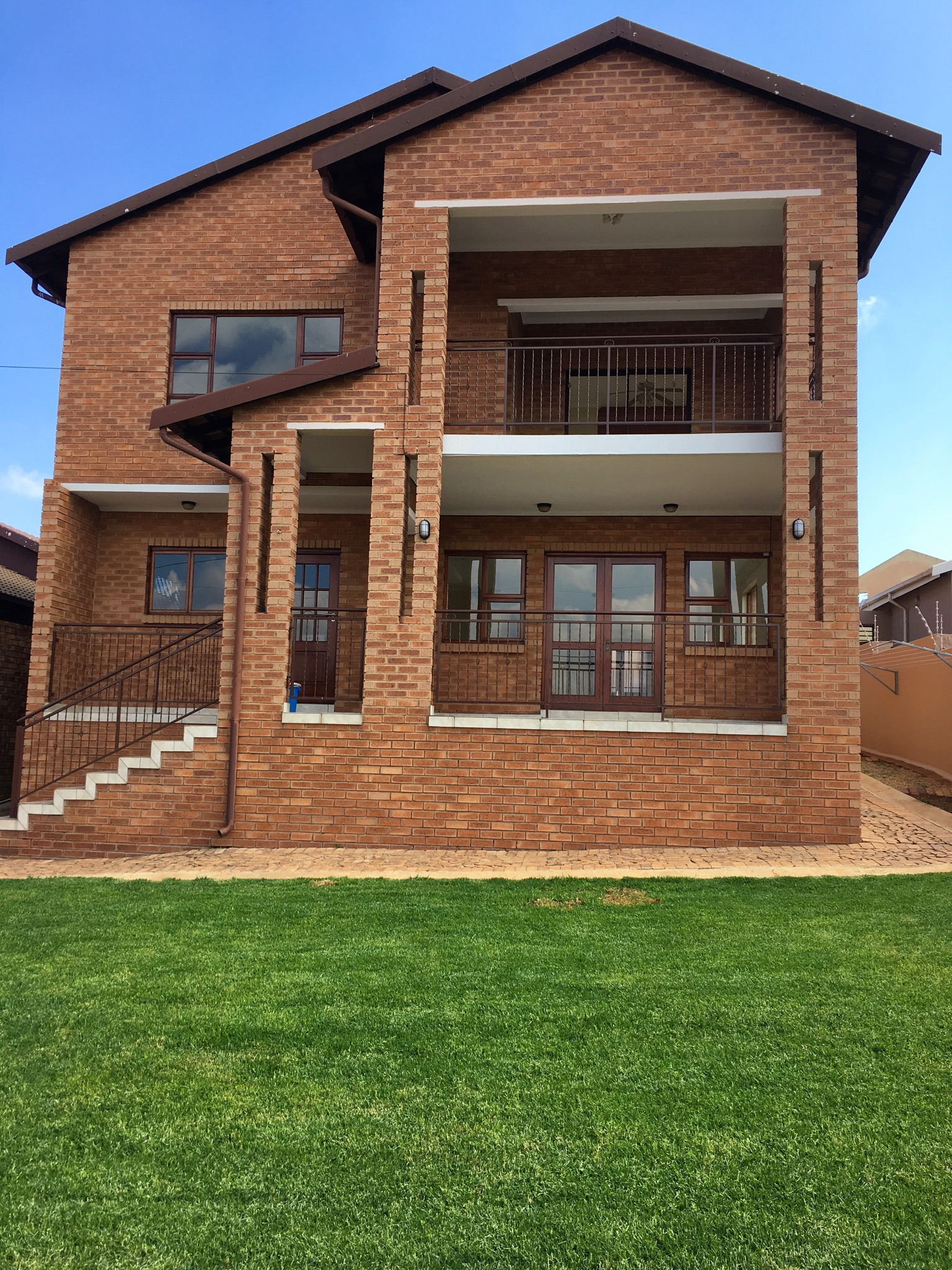 WINCHESTER HILLS Double storey house large