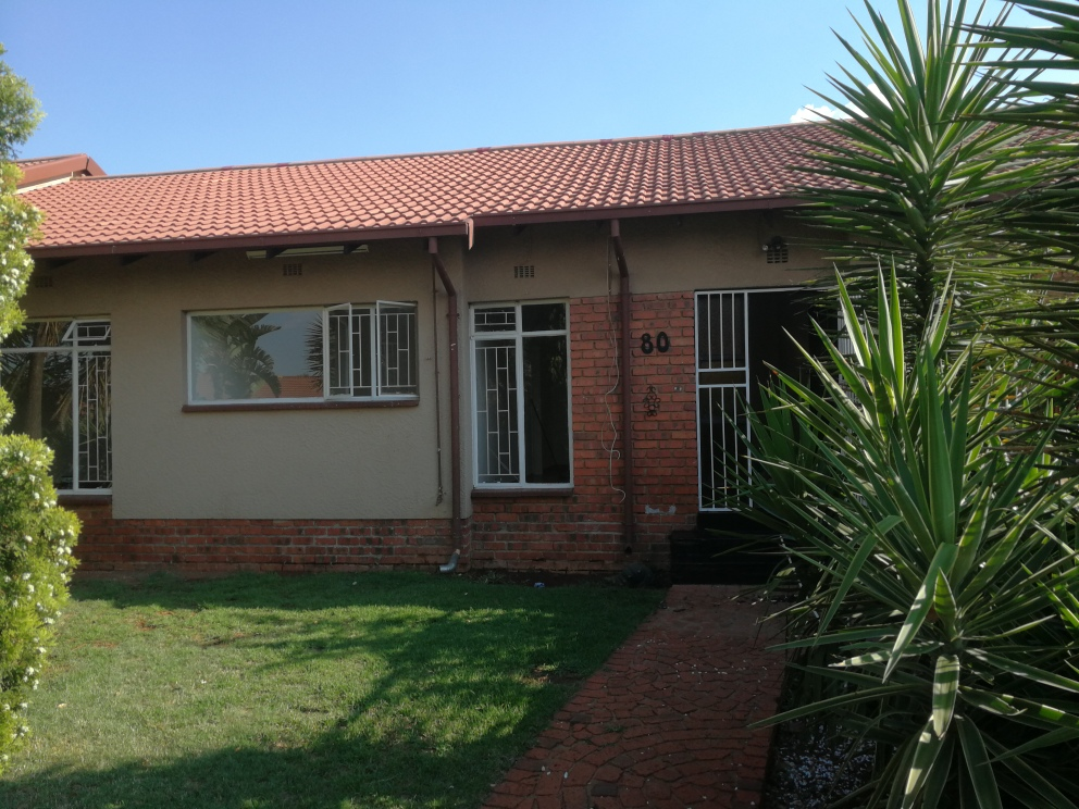TOWNHOUSE TO LET IN PARKRAND, BOKSBURG