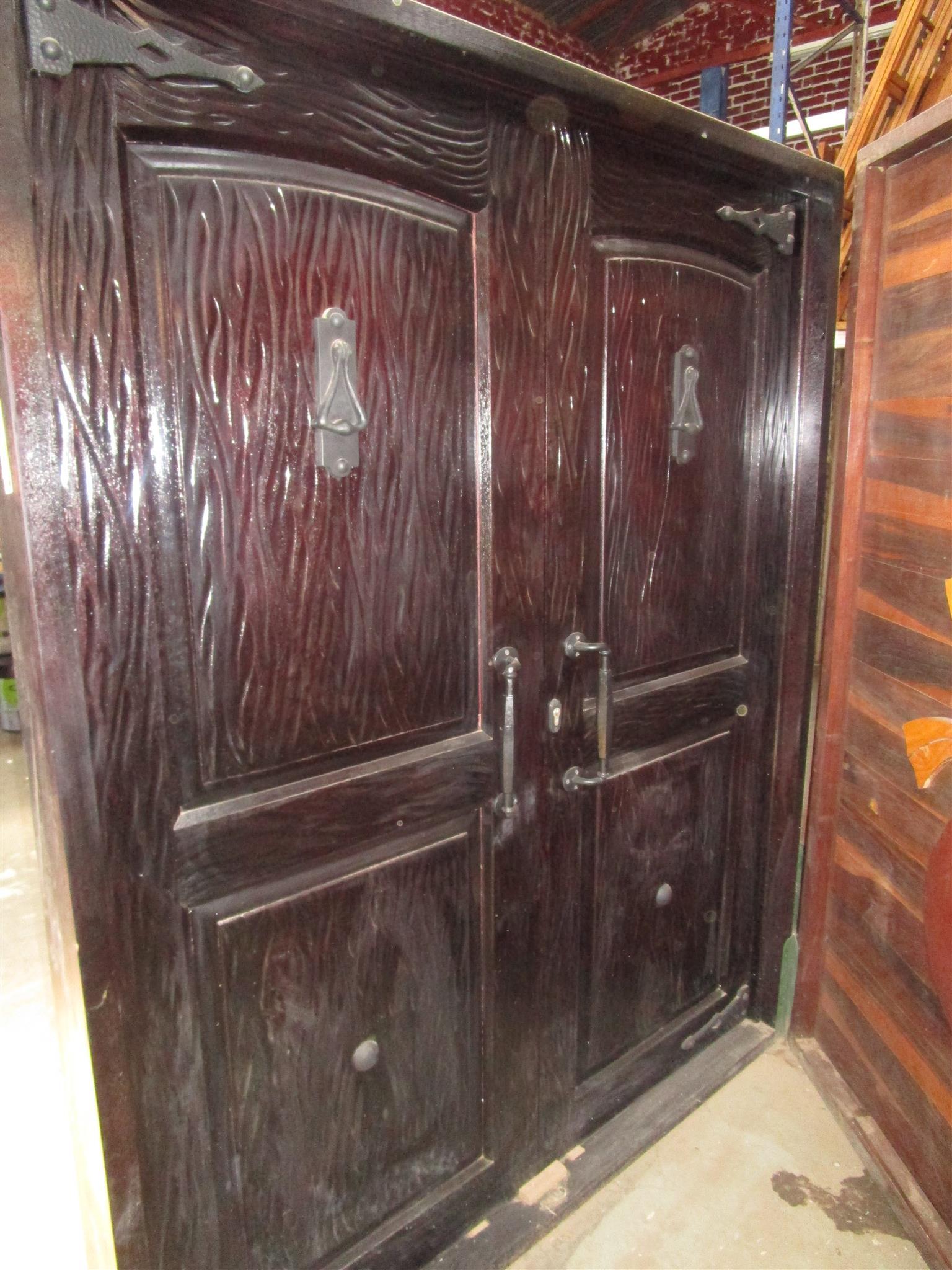 Double Pivot Door