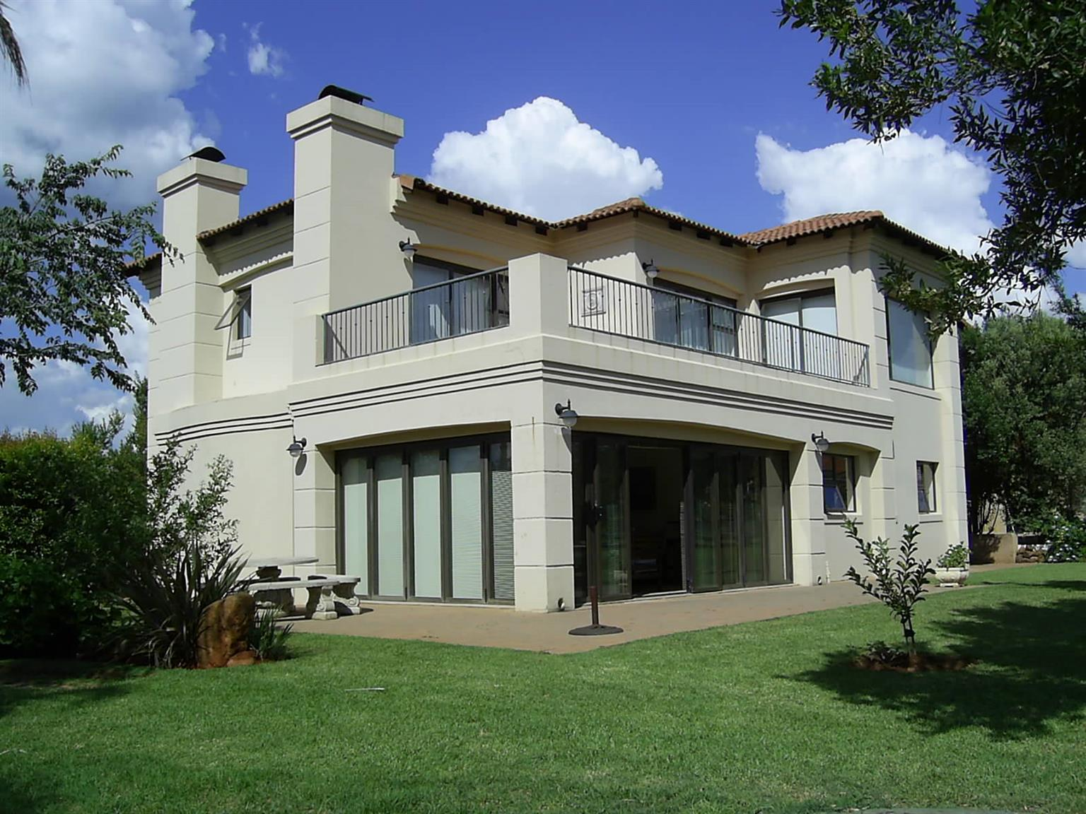 In Secure Estate with Boating, Golf and Equestrian, on the shores of Hartbeespoort Dam