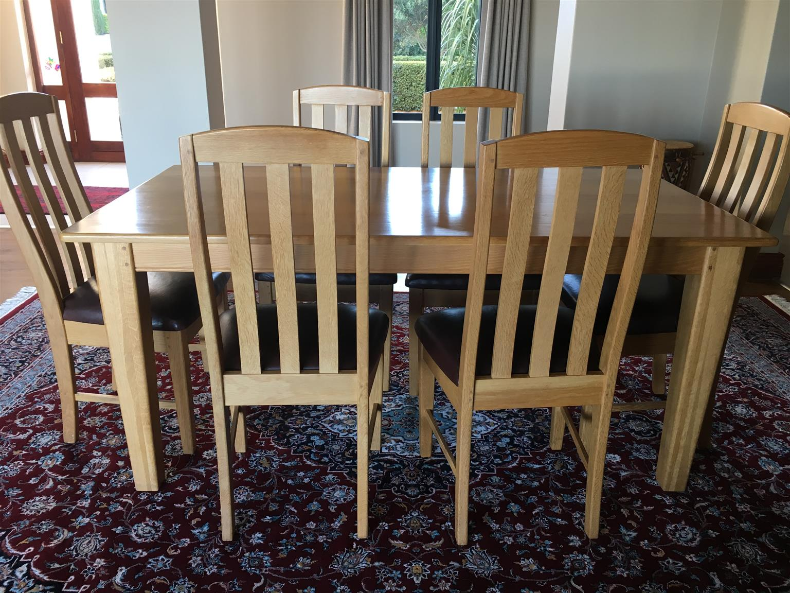 6 Seater solid oak dining room suite with matching sideboard