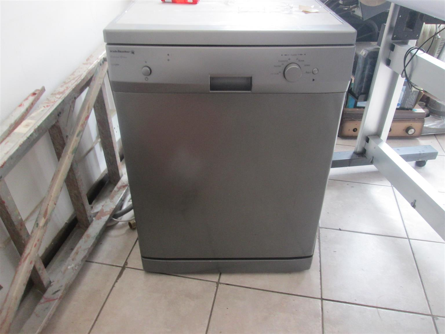 KELVINATOR KD12MM1 DISH WASHER IN MINT CONDITION