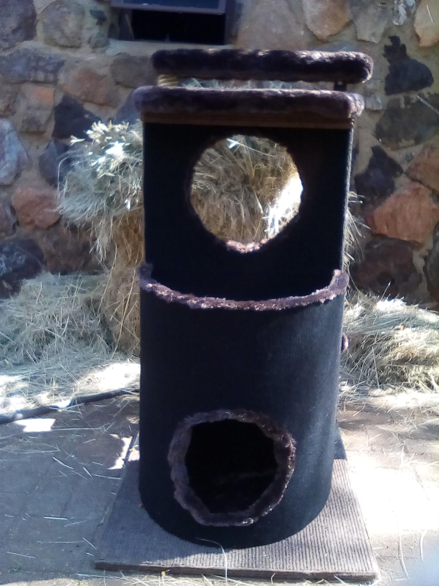 Hand made scratch post URGENT SALE