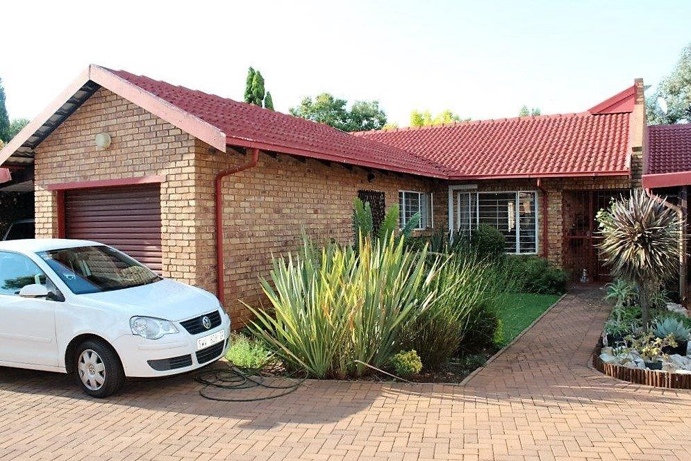 3 BED TOWNHOUSE AT REDUCED RENTAL