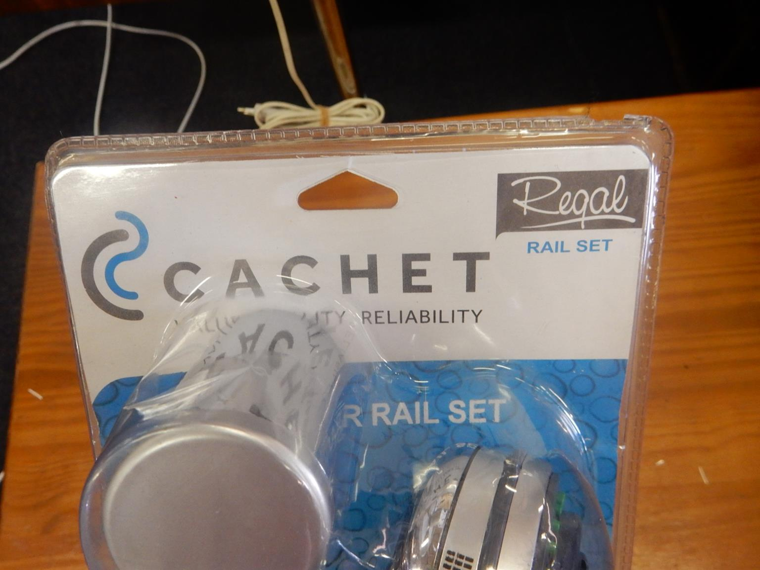 Brand new Cachet Regail Shower Head Rail Set