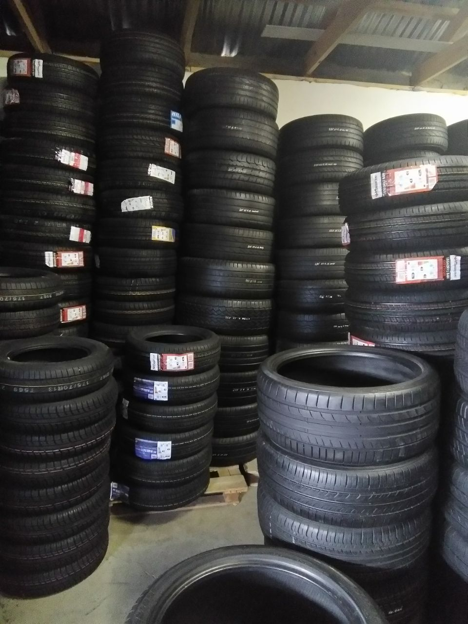 We stock a varieties of quality and affordable used tyres both runflat and Normal, in top brands