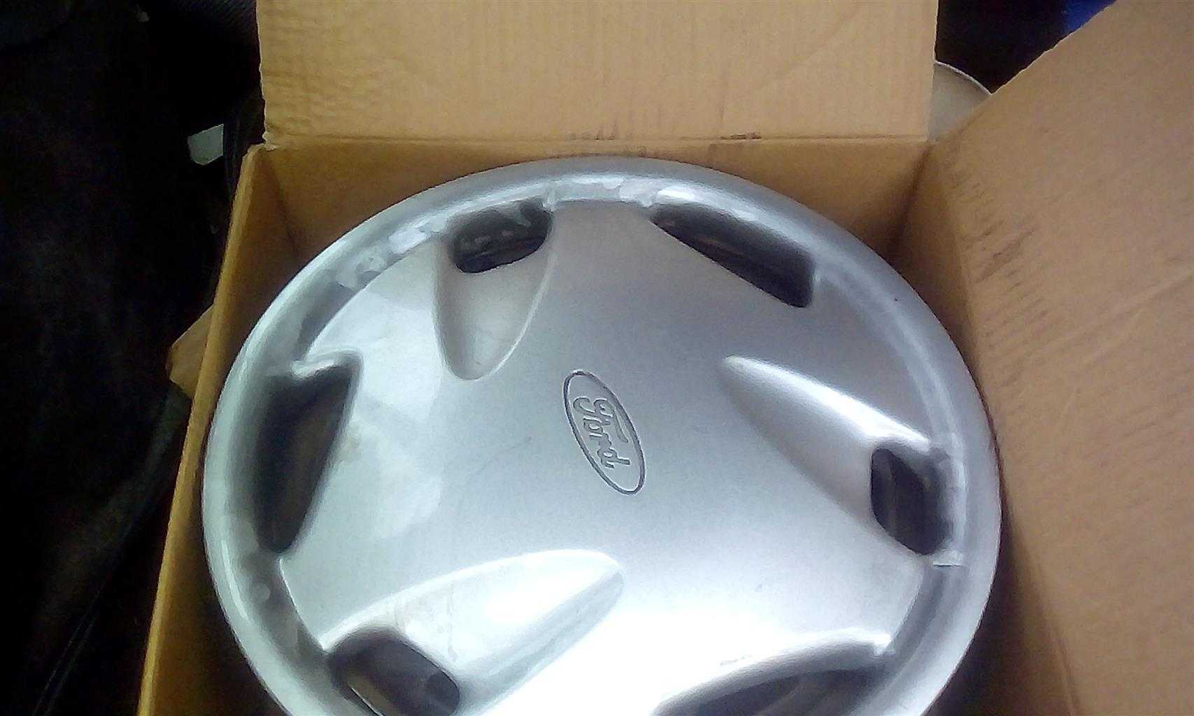 Ford fiesta 1998 steel rims and covers