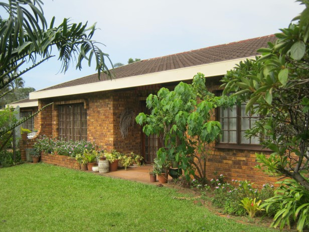 Neat 2 Bedroom, 2 Bathroom Townhouse for sale in Banners Rest Village,  Port Edward