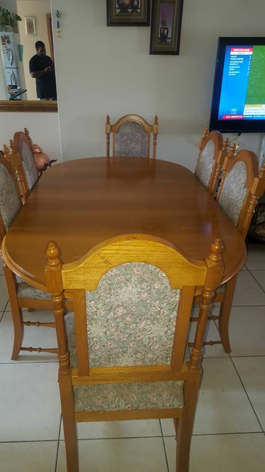 Oak Dining room set with extendable table and 6 chairs