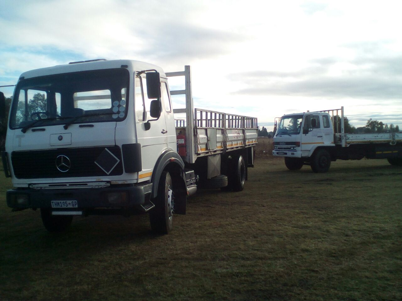 Trucks to hire,daily or long distance, anywhere, anyplace, anything in SA, truck from 8 tons up to 14 tons, dropsides, flat decks,