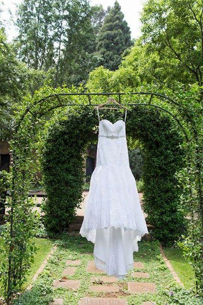 Beautiful bride@Co wedding dress, wore once size 32/34,
