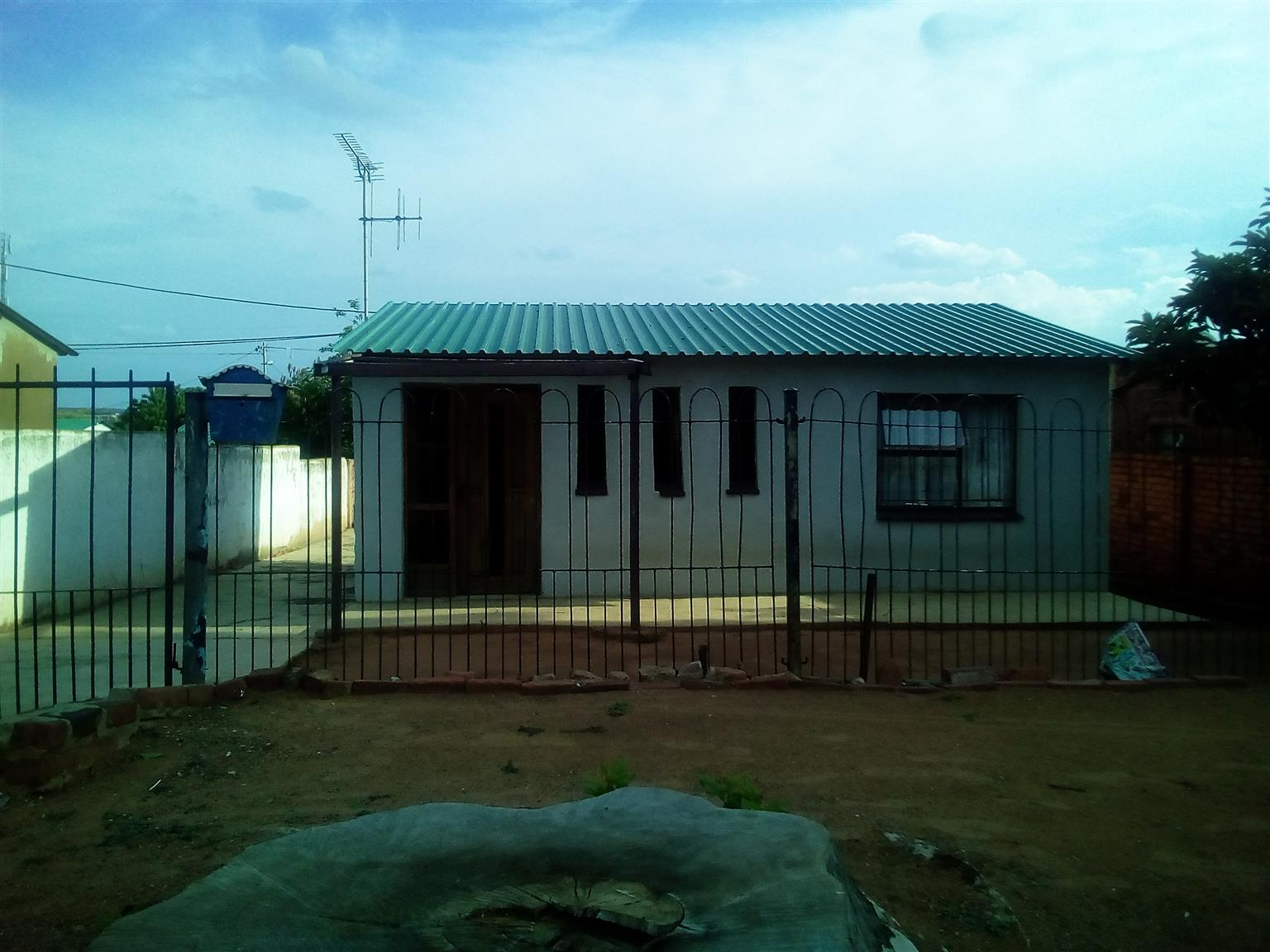 Old four room house in SNS up for graps