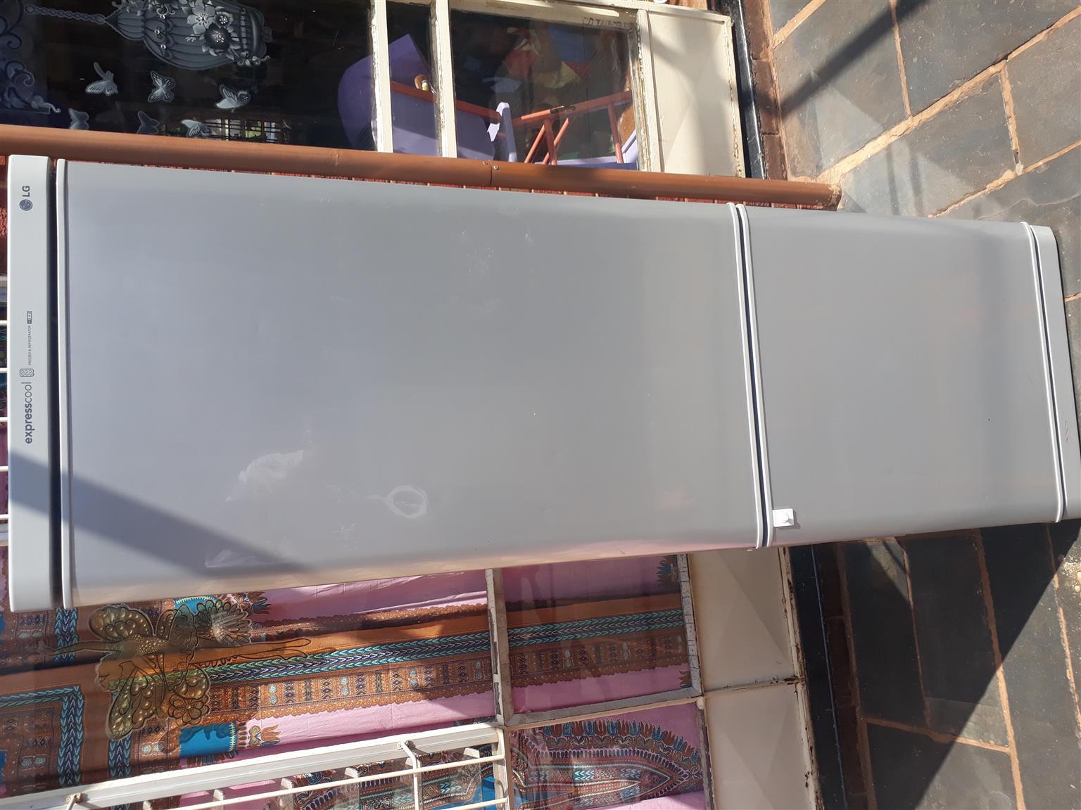 379 Liter LG Fridge Freezer