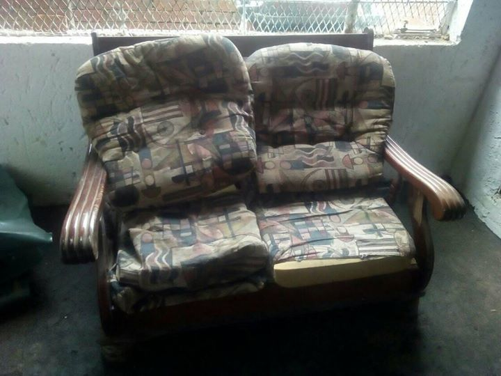 Couches( 2×) 2seat's (2x )1seat