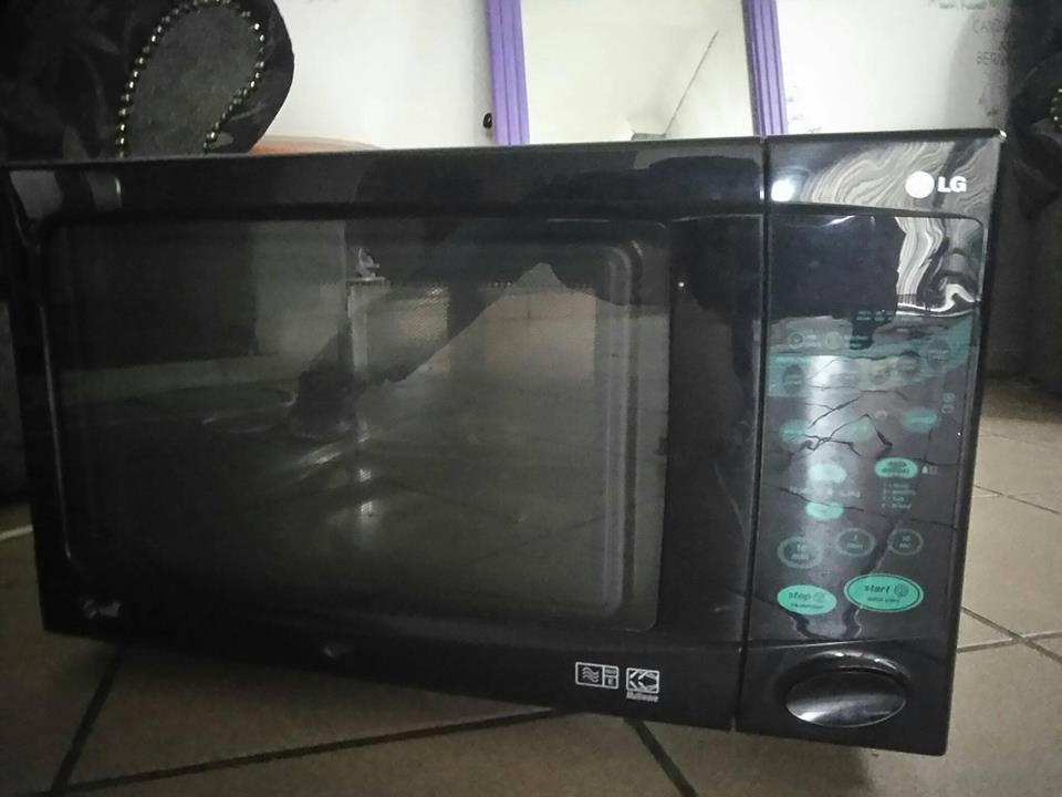 Neat LG Microwave
