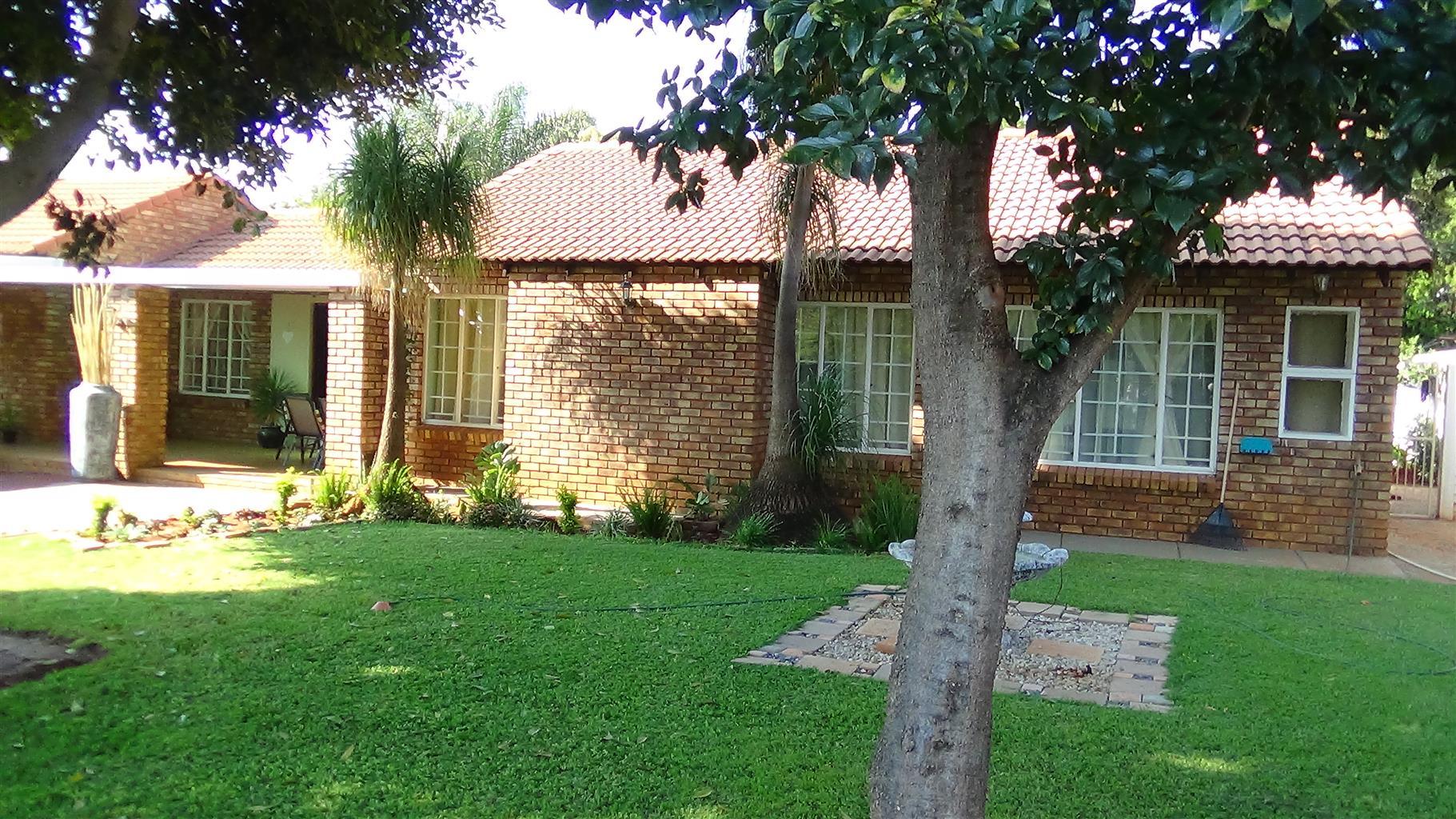 3 Bedroom House with Staff Quarters in Doornpoort – R1 400 000