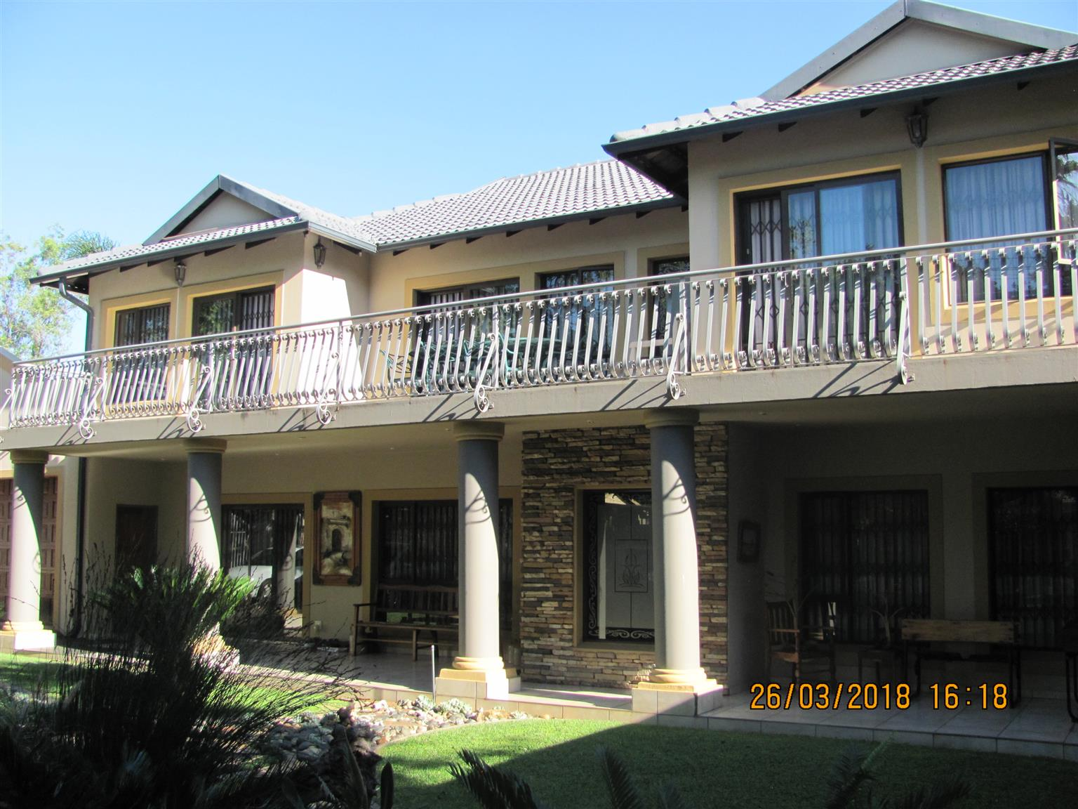 6 or 7 Bedroom House with 4 full Bathroom for sale in Waverley Pretoria